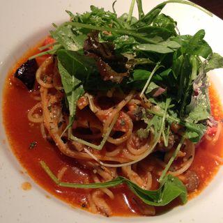 厚切りベーコンと茄子のトマトパスタ バジル風味(ダイニングルーム・ハモン (dining room hamon))
