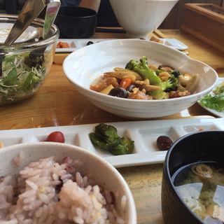 白身魚と根野菜の黒酢あん炒めの和定(新和食 まるやす )