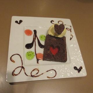 トランプ兵のチョコレートブラウニー バニラアイス添え(魔法の国のアリス )