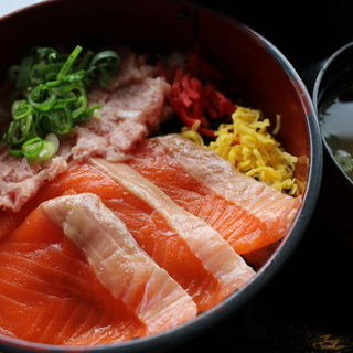 サーモンネギトロ丼(海鮮丼 ととや (かいせんどん ととや))