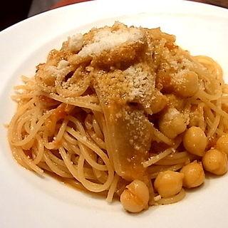アグー豚の皮とひよこ豆のトマトソーススパゲティー(トラットリア リッチョ・ディ・マーレ)