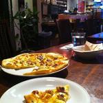手作り生地のピッツア モッツァレラチーズとハニー