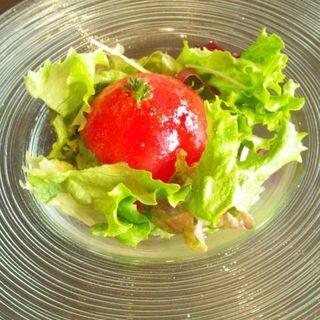トマト丸ごとの完熟トマトサラダ(セレブ・デ・トマト 東京ドームシティ店 )