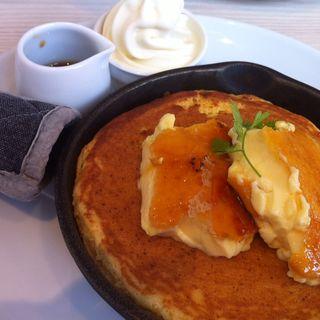クレームブリュレ窯出しフレンチパンケーキ(バター 神戸ハーバーランドumie店 (Butter))