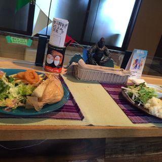 Lunch menu(チキンオーバーピタパン)(Cham (チャム))
