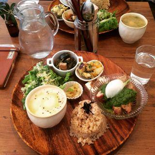 きまぐれごはん (サラダ、デリ、メイン、有機玄米、ドリンク)(フェテカフェ (fetecafe))