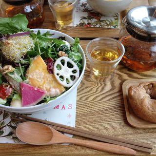 季節のガーデンサラダ +玄米ごはんor自家製ベーグル、五行茶セット(ガーデンカフェ (GARDEN CAFE))