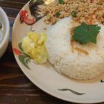 日替わりランチメニュー(グリーンカレー 鳥ひき肉炒めご飯)