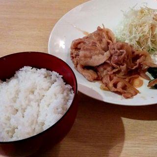 豚ロースの生姜焼き定食(ランチ・バー うちだのおやじ)