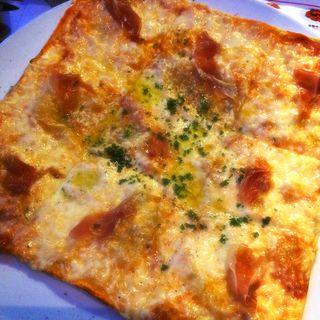 Pizza 生ハム(タパタパス ハマボールイアス店 (TAPA TAPAS))