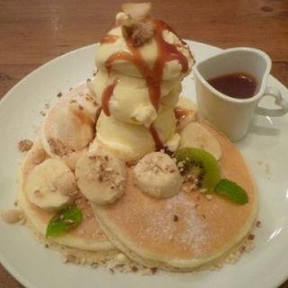 塩キャラメルとナッツのバナナ・パンケーキ(mog 難波店 (モグ))