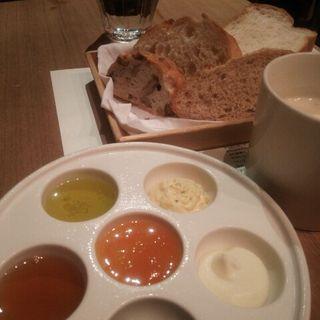 自家製パテと鴨のパストラミ スープのセット(ポワンエリーニュ)