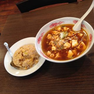 マーボー麺と半チャーハンセット(勇記餃子房 (ユウキギョウザボウ))