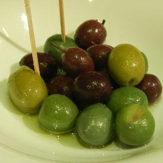 種付オリーブのマリネ(Osteria Bar the passion (オステリア バール ザ パッション))