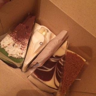 チーズケーキ各種(左からピスタチオ・エッグノッグ・NY・マーブル)(パパジョンズイータリー)