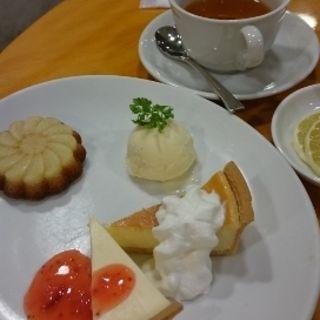 3品も盛り合わせケーキセット(カフェ モロゾフ あべのand店 (Cafe Morozoff))