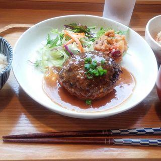 マメフク御膳(ゴボウたっぷり味噌煮込みハンバーグ)(カフェ マメフク )