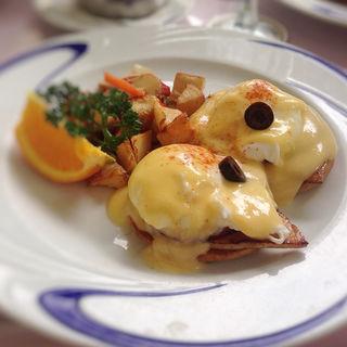 Classic Eggs Benedict(Hau Tree Lanai Restaurant)