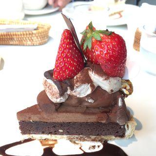 たっぷり大粒いちごと生チョコレートのタルト(ラ・メゾン アンソレイユターブル ルミネ池袋店 (La Maison ensoleille table))