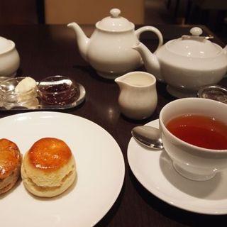 スコーンと紅茶(フォートナム&メイソン 日本橋三越店)