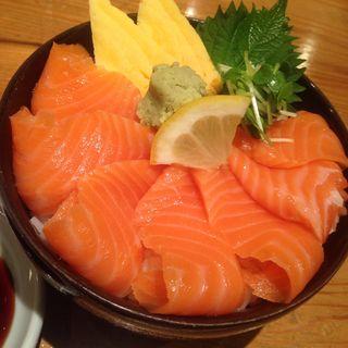 サーモン丼(ぎょしん 都立大学店 (魚臣))
