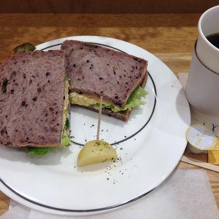 竹鶏卵の自家製タルタルソース(キャスロンカフェ ecute 品川 (caslon cafe))