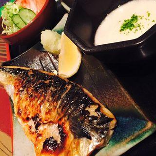 サバ塩焼きとトロロとサラダ定食(八徳 )