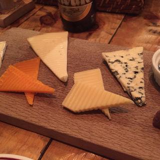 チーズの盛り合わせ(ヘイメルミヤマス)
