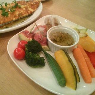 季節のお野菜とアボカドのアンチョビソテー(アボカフェ (avocafe))