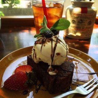チョコレートケーキ アイス添え(グラスコート (Glass Court))