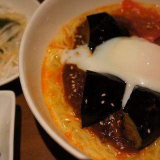 ジャージャー麺と小籠包のセット(龍福小籠堂 NU茶屋町店 (NU chayamachi))