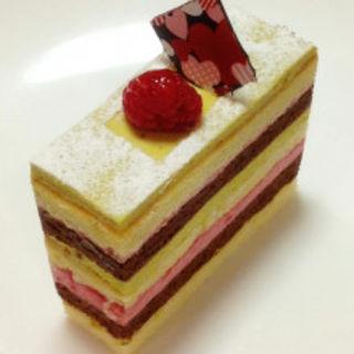 ピスタチオとラズベリーのケーキ(ゼフィール)