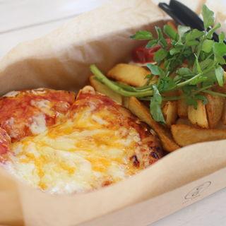とろーりチーズのピザ(チーズガーデン 那須ガーデンアウトレット店 )