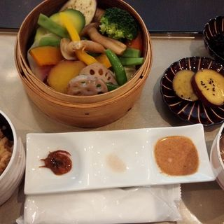 あなごご飯と野菜のセイロランチ(フルーツのごちそう )