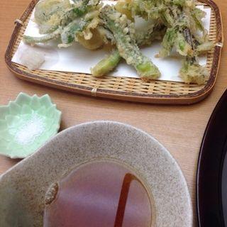 春山菜の天麩羅盛り合わせ(蕎麦 ひびき庵 (ひびきあん))