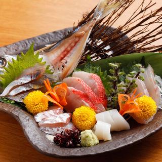 地魚のお造り盛り合わせ(城ヶ崎おかもと)