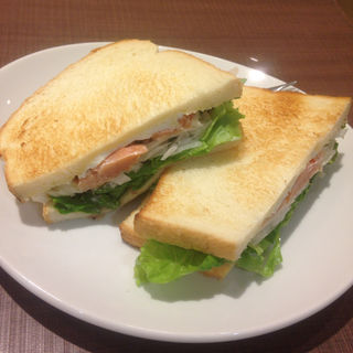 スモークサーモンとクリームチーズのサンド(プロムナード カフェ 東急プラザ新長田店 (PROMENADE CAFE))