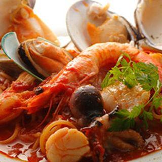 魚介のトマトソース煮(オネスト (Ristrante Onesto))