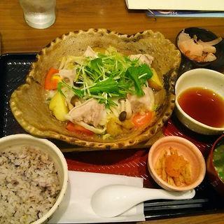 四元豚とたっぷり野菜の蒸し鍋定食(大戸屋 カリーノ江坂店 )