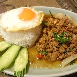 鶏挽肉のホーリー・バジル炒め(クルン サイアム (Krung Siam))