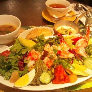 丸ズワイガニのサラダのメディタレニアンランチ(ロクシタンカフェ 新宿店 (Cafe dOlivier))
