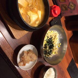スンドゥブチゲとコンナムルビビンバ(熱風食堂Typhoon 秋葉原店 (ネップウショクドウ・タイフーン))