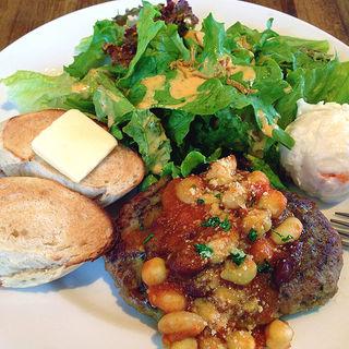 ハンバーグステーキ 色々お豆のトマト煮込みソース(トーチ カフェ (torch cafe))