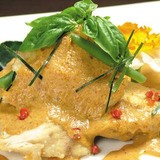 白身魚と鶏肉のレッドカレーソース(SAHARA (サハラ))