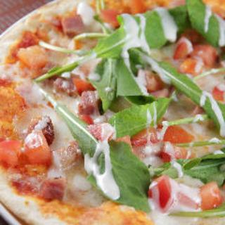 ベーコンとルッコラのトマトピザ(エル バルコ )