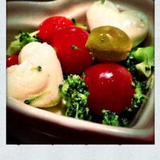 ブロッコリーとプチトマトのマリネ(ゴマムラ (GOMAmura))