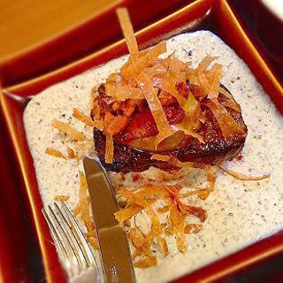 牛フィレ肉とフォアグラの重ね焼き トリュフソース(俺のやきとり 蒲田 )