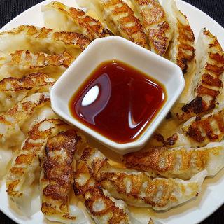 ばか盛り焼き餃子(くつろぎや )
