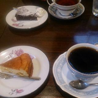 ケーキセット (ガトーショコラ)(cafe 裏庭)