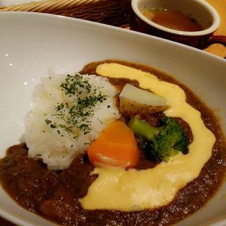 野菜がたっぷり溶け込んだ牛すじカレー Wチーズソース(スープつき)(kawara CAFE&KITCHEN 横浜綱島 (カワラ カフェアンドキッチン))
